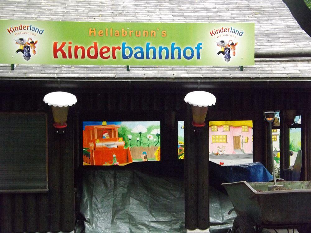 """""""Kinderbahnhof"""" -Teil des neuen Kinderlandes (Tierpark Hellabrunn)"""