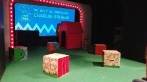 Bühnenbild des Peanutsmusicals vor Aufführungsbeginn
