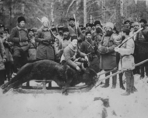 Sergei Mikhailovich und Aleksandr Mikhailovich, Enkel von Nikolay I. bei der Wisentjagd im Westkaukasus